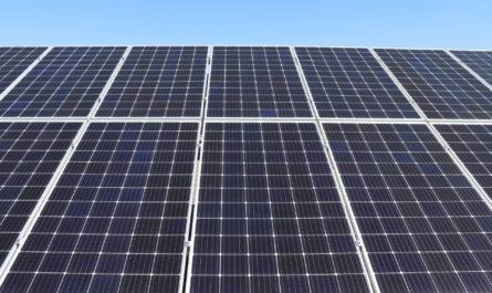 Машинное обучение помогает планировать очистку автономных солнечных модулей