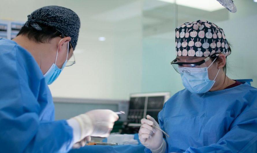 В тюменской клинике робот-ассистент помогает хирургам проводить операции