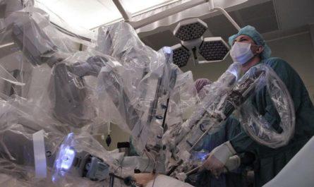 Хирурги провели операцию с помощью робота Da Vinci