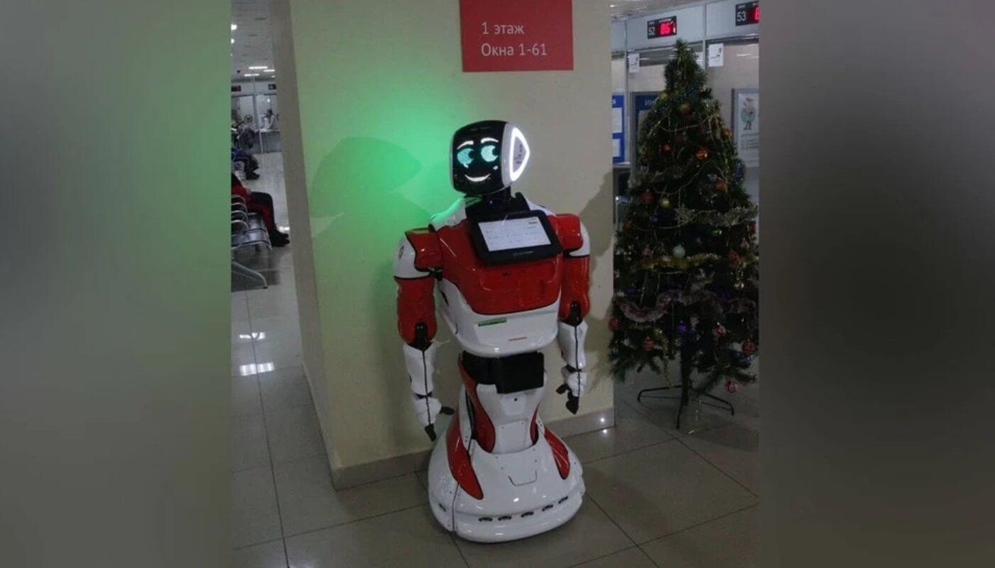 В Челябинске робота приняли на работу в МФЦ