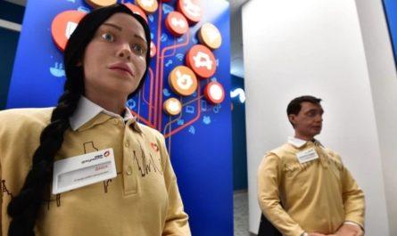 В московском МФЦ взяли на работу роботов