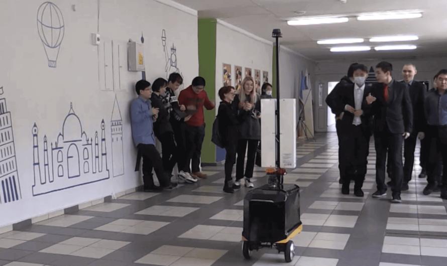 Электронный Мойдодыр: робот следит за чистотой в школе Якутска