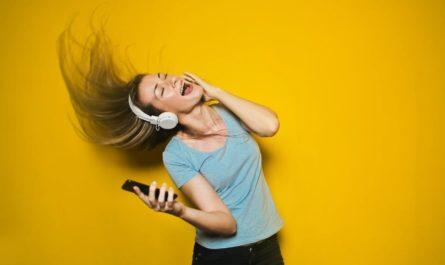 Прослушиваемую песню распознала нейросеть