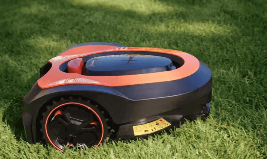 Создан робот-газонокосильщик, который сам подстригает газоны
