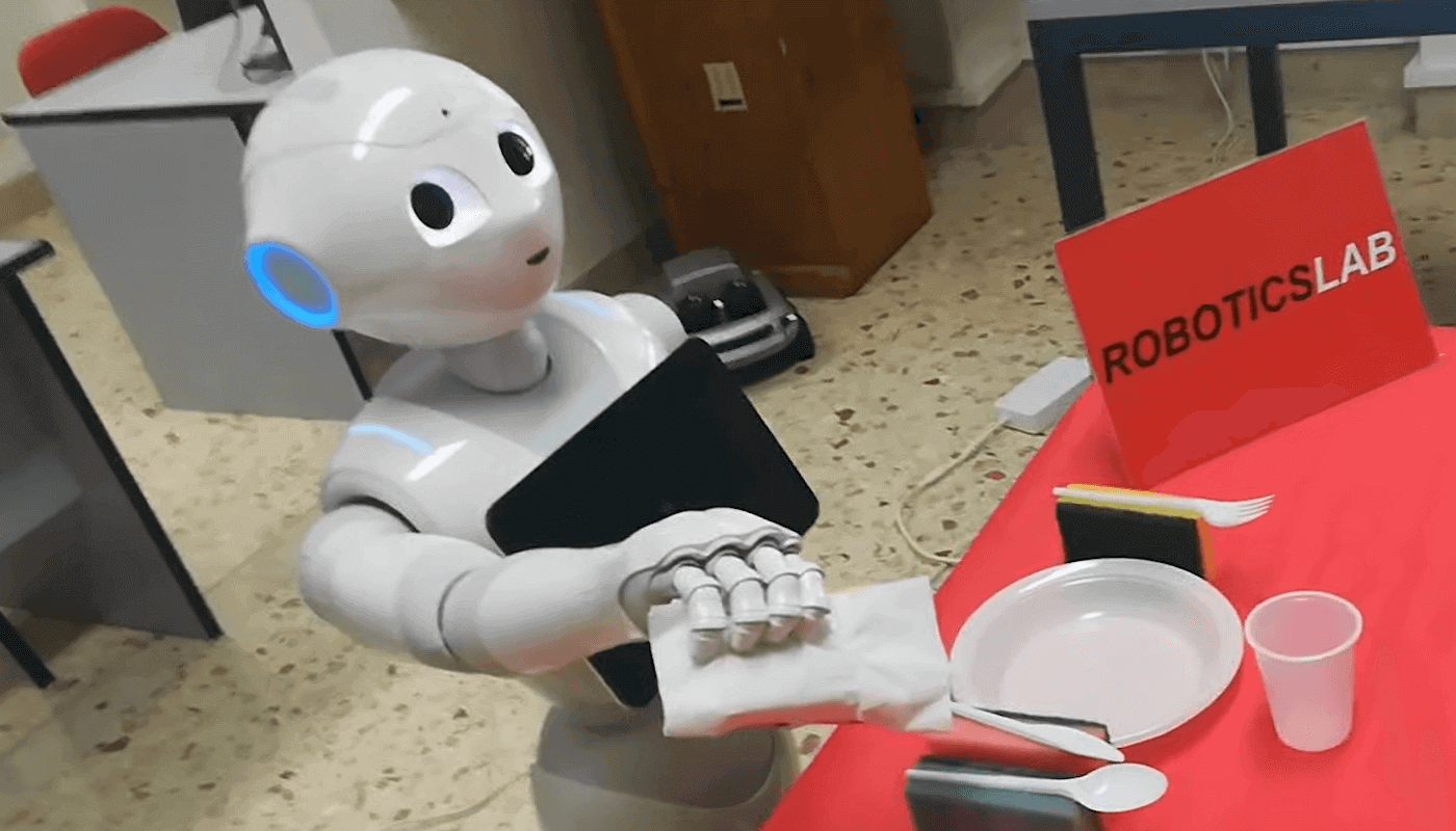 Pepper робот думает вслух, чтобы понять, как он принимает решения