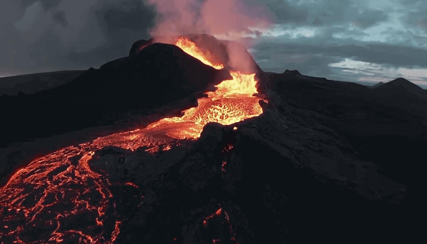 Летающий дрон упал в вулкан