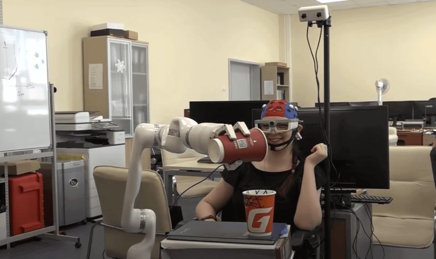 Учёные создали робота, который может передвигать предметы силой мысли